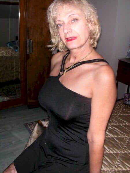 Cougar sexy soumise pour libertin directif