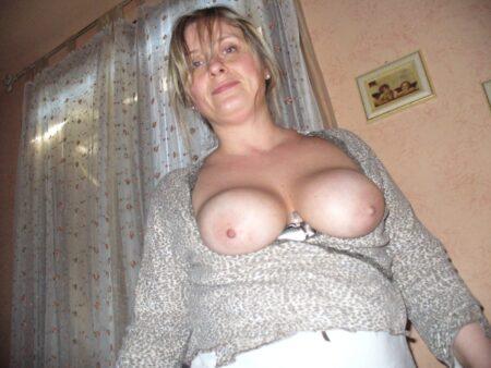 Femme mature coquine soumise pour libertin expérimenté fréquemment disponible