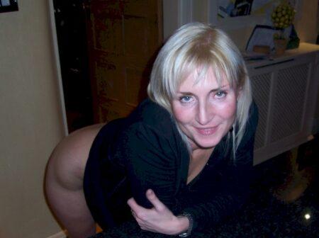 Rencontre d'un soir entre adultes qui ont le habitudes pour une femme perverse sur le 29