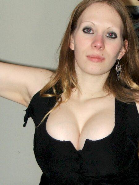 Salope sexy dominatrice pour gars soumis